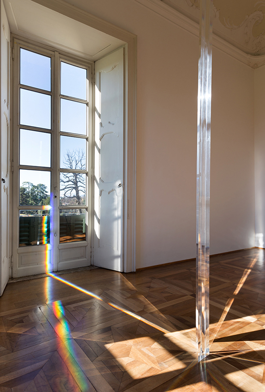 Robert Irwin, Untitled (Column), 2011, Acrylic Column, -® Villa Panza 2013. Photo: -®2013 Philipp Scholz Rittermann
