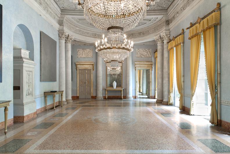 Villa and Collection Panza, imperial room with works by David Simpson (salone Impero con opere di David Simpson). Photo: Arenaimmagini.it, 2013 © FAI - Fondo Ambiente Italiano