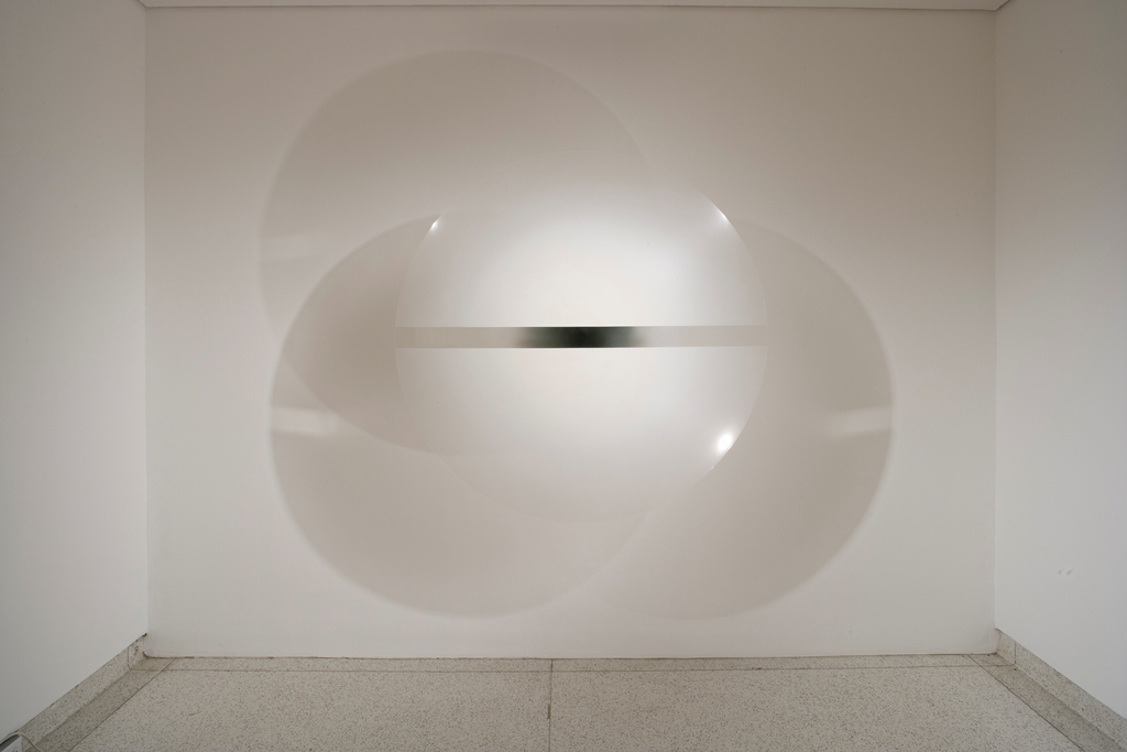 Robert Irwin, Untitled, 1969, Acrylic lacquer on formed acrylic plastic, Museum of Contemporary Art, San Diego. Photo Philipp Scholz Rittermann
