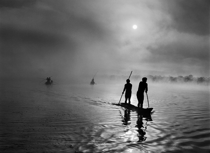 Sebastião Salgado, In the Upper Xingu region of Brazil's Mato Grosso state, a group of Waura Indians fish in the Puilanga Lake near their village. Brazil.  2005. © Sebastião Salgado/Amazonas images-Contact Press Images.