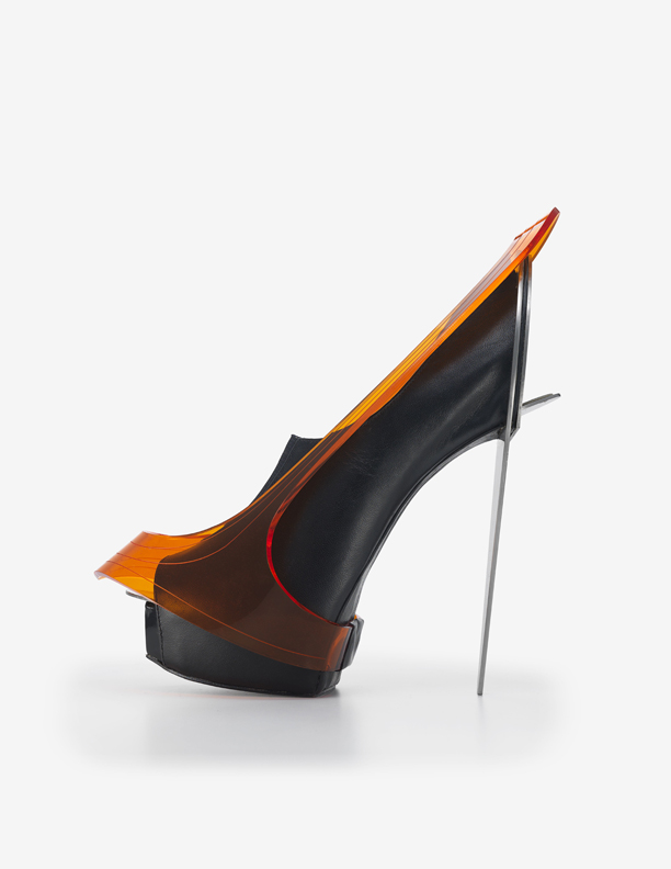 "Chau Har Lee. ""Blade Heel,"" 2010. Perspex, stainless steel, leather. Courtesy of Chau Har Lee. Photo: Jay Zukerkorn"