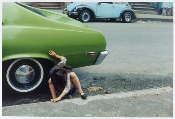 Squatting Girl/Spider Girl, Helen Levitt (1913–2009), Chromogenic print, New York, 1980, Collection Rijksmuseum, purchased with the support of Baker & McKenzie Amsterdam N.V.