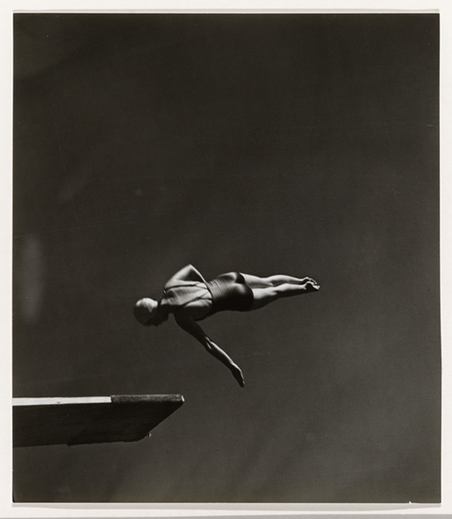 Class, Olympic High Diving Champion Marjorie Gestring, John Gutmann (1905–1998), Gelatin silver print San Francisco, 1936, Collection Rijksmuseum, with the support of Baker & McKenzie Amsterdam N.V.