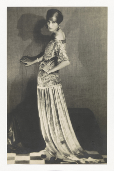 Portrait of Peggy Guggenheim, Man Ray (1890–1976), Gelatin silver print, 279 x 179 mm Paris, 1924, Collection Rijksmuseum