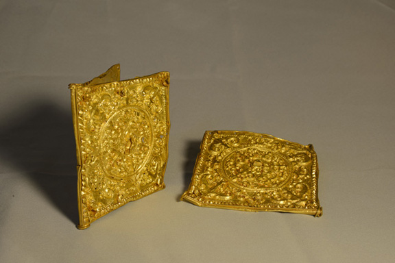 10. Set of two belt buckles