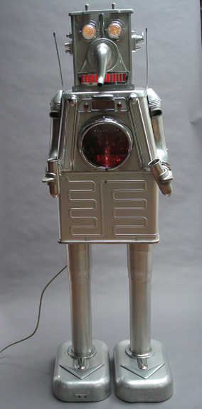 Clayton Bailey Milker Robot Found and reused objects: aluminum, chrome, glass, light 65 in (height) © Clayton Bailey