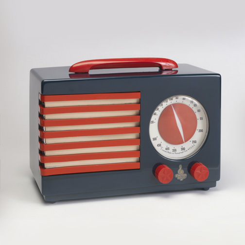 Patriot Radio 1940 Designed by Norman Bel Geddes (American, 1893Ð1958) Manufactured by Emerson Radio and Phonograph Corp. (New York, New York, USA) Cast phenolic plastic (Catalin), molded urea plastic, molded cellulose acetate, embossed acetate, metal H x W x D: 20.3 x 27.9 x 14 cm (8 in. x 11 in. x 5 1/2 in.) Gift of George R. Kravis II, 2014 10 1 Photo: Matt Flynn © Smithsonian Institution
