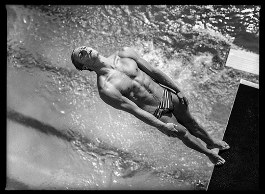 David Burnett (American, born 1946). Platform diving, Olympic previews, Fort Lauderdale, Florida, May 1996. Digital inkjet print, 20 x 24 in. (50.8 x 61 cm). © David Burnett (Contact Press Images)