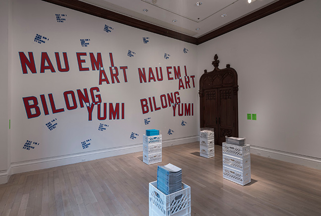 Lawrence Weiner, NAU EM I ART BILONG YUMI (The art of today belongs to us), 1988-2016. Courtesy of the artist.