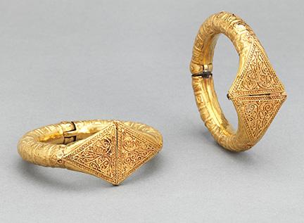 8-pair-of-bracelets-300