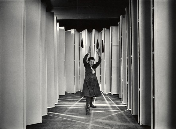 louise_bourgeois_inside_articulated_lair_18