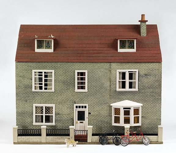 B.8-2007 Dolls' house Dolls' house in the style of the 1940s made in England by Roma Hopkinson in the late 1980s to late 1990s. Roma Hopkinson (1931-) England Late 1980s to late 1990s Painted wood