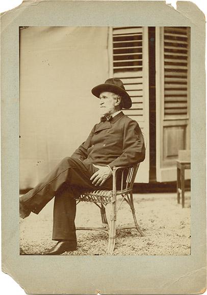 Verdi_in_garden_Ricordis_house_1892_FOTO00128