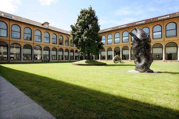 6. ∏Franco Mascolo_Tony Cragg alla Fondazione Stelline, Milano 2007_Ferryman e I'm Alive