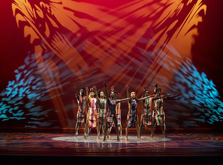 DiviningChoreographer: Judith Jamison Alvin Ailey American Dance Theater Credit Photo: ©Paul Kolnik studio@paulkolnik.com nyc 212-362-7778
