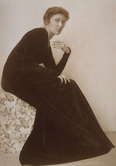 2. Madame d'Ora, Painter Mileva Roller (née Stoisavljevic) in a reform dress