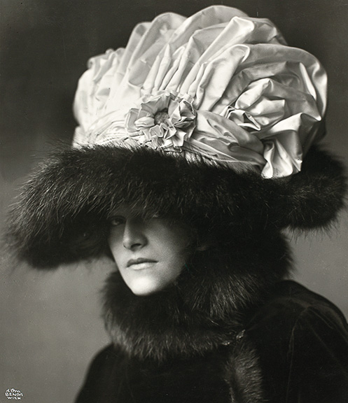 4. Madame d'Ora, Actress Helene Jamrich with a hat by Zwieback, designed by the painter Rudolf Krieser, 1909. Private Collection