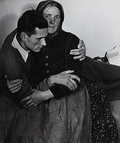 9. Madame d'Ora, Woman supporting a sickly man at a displaced persons camp in Austria, 1948. © Nachlass Madame d'Ora, Museum für Kunst und Gewerbe Hamburg